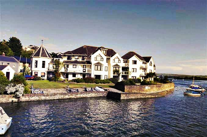 Click here for more about 2 The Moorings